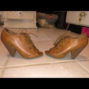 Woman's peep toe heels size 6